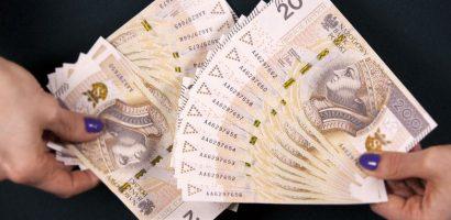 dużo banknotów 200 zł